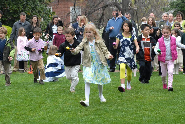 Easter egg hunts entertain children around the world. (Source: Flickr, MarylandGovPics)